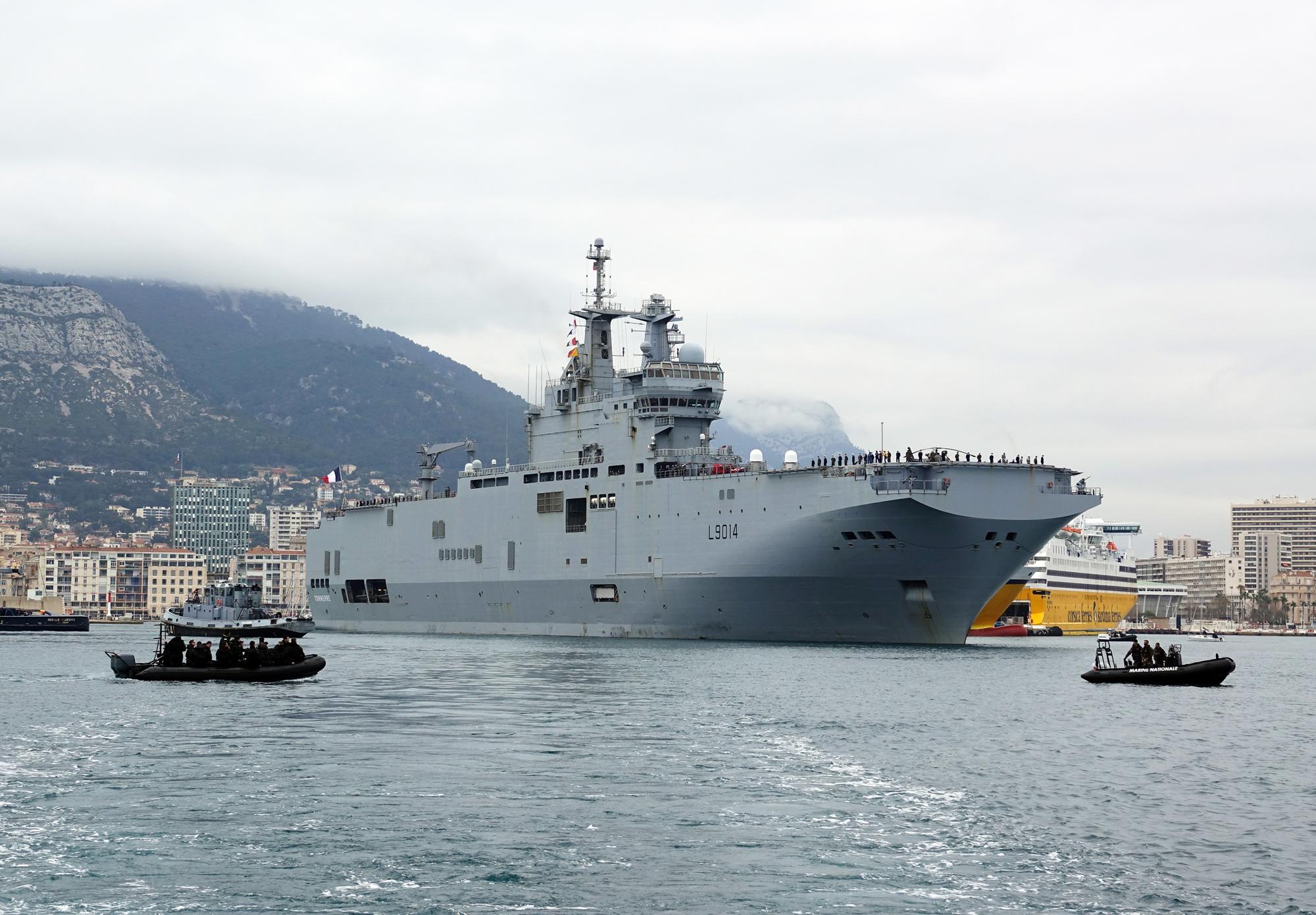 Le porte-hélicoptères amphibie Tonnerre est parti de Toulon pour une mission en mer de Chine du Sud, le 18 février 2021. (Source : Mer et Marine)