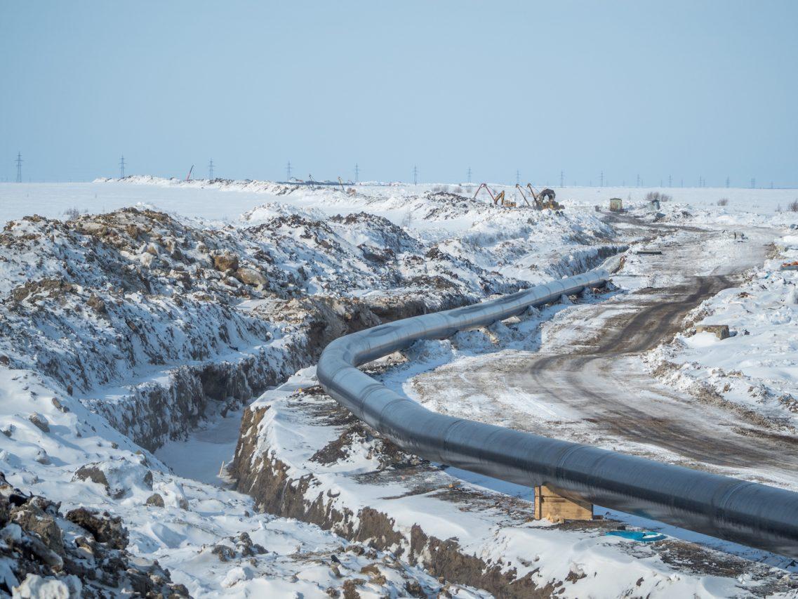Pipeline à Novyy Urengoy, ville située à 60 km au nord du cercle polaire et qui vit au rythme de Gazprom, le géant du gaz russe. (Source : Anton Romanko, Flickr)