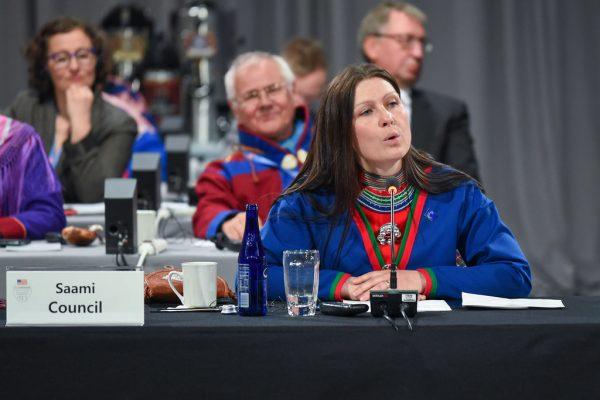 Åsa Larsson Blind, alors présidente du conseil Saami lors de la 10ème réunion ministérielle du Conseil de l'Arctique à Fairbanks en Alaska, le 11 mai 2017. (Source : Arctic Council Secretariat / Linnea Nordström)
