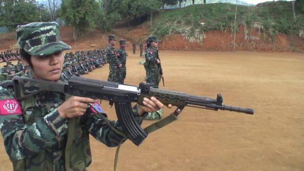 L'Arakan Army, l'une des plus puissantes milices armées à base ethnique minoritaire, avec 7 000 hommes et femmes en 2020, revendique l'autonomie et la reconnaissance de la minorité arakanaise/rakhine. (Source : Overgoundnotes)