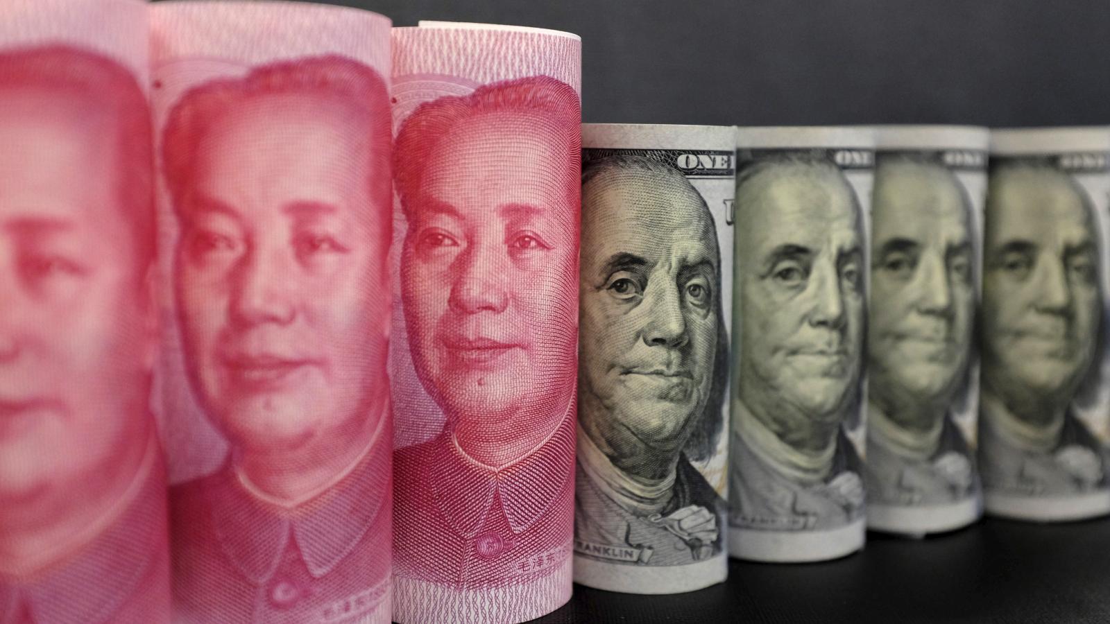 """Les critiques en Chine contre les politiques monétaires américaines et européennes ont revigoré les débats sur """"l'abandon"""" du dollar. (Source : QZ)"""