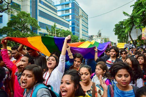 La communauté LGBTQ de Calcutta dans la rue le 9 septembre 2018 pour célébrer la dépénalisation de l'homosexualité par la Cour suprême indienne le 6 septembre. (Source : Wikimedia Commons)