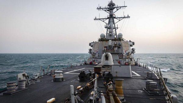Le porte-avions américains USS John S. McCain en transit dans le détroit de Taïwan, le 7 avril 2021. (Source : YNews)