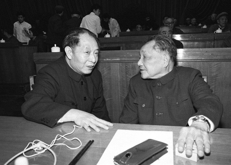 Le secrétaire général du Parti communiste chinois Hu Yaobang et le nouvel homme fort du régime, Deng Xiaoping, lors de l'Assemblée nationale populaire en 1978. (Source : SCMP)