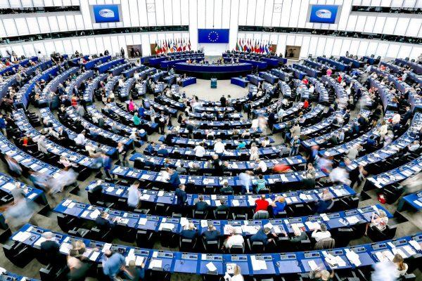 """Le parlement européen """"subordonne à la levée des sanctions par la Chine [son] examen de l'accord sur les investissements"""", selon la résolution votée le 20 mai 2021. (Source : La Croix)"""