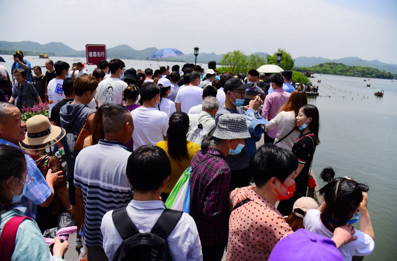 Au bord du Lac de l'Ouest à Hangzhou, le 1er mai 2021. (Source : HK01)