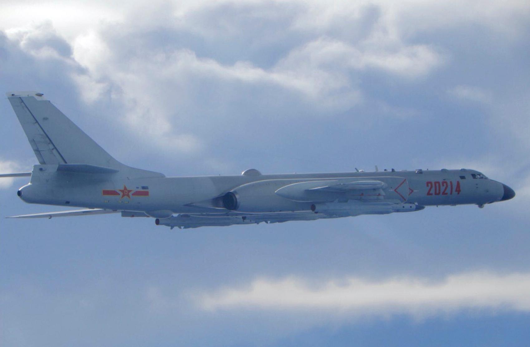 Un avion bombardier chinois H-6 en plein vol près de la zone d'identification aérienne de Taïwan le 18 septembre 2020. (Source : NZ Herald)