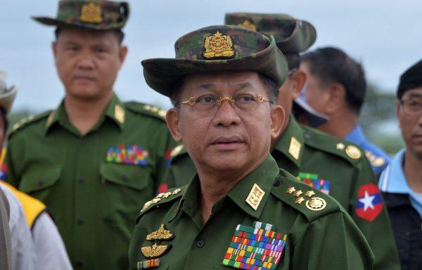 Le général birman Min Aung Hlaing, chef de la junte qui a renversé le gouvernement civil d'Aung San Suu Kyi par le coup d'État du 1er janvier 2021. (Source : Le Devoir)