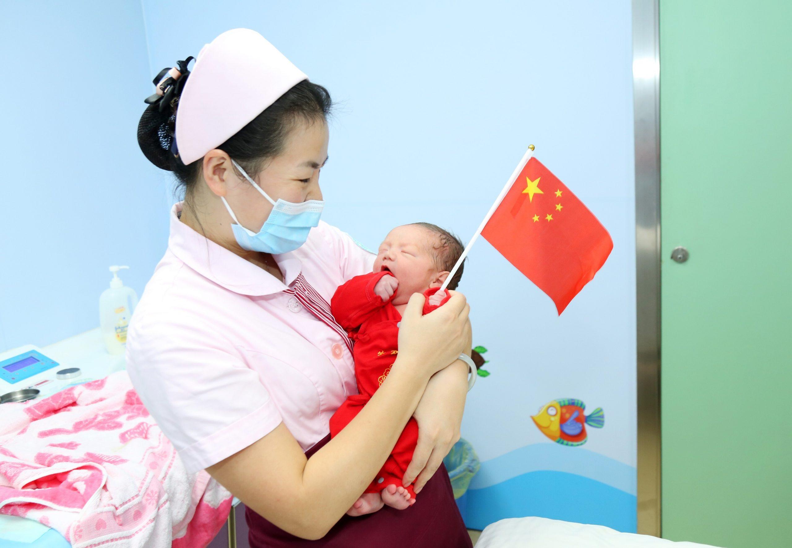 Le taux de fertilité en Chine est à son plus bas historique. La fin de la politique de l'enfant unique en 2015 n'a pas permis de provoquer un boom des naissances. (Source : SCMP)