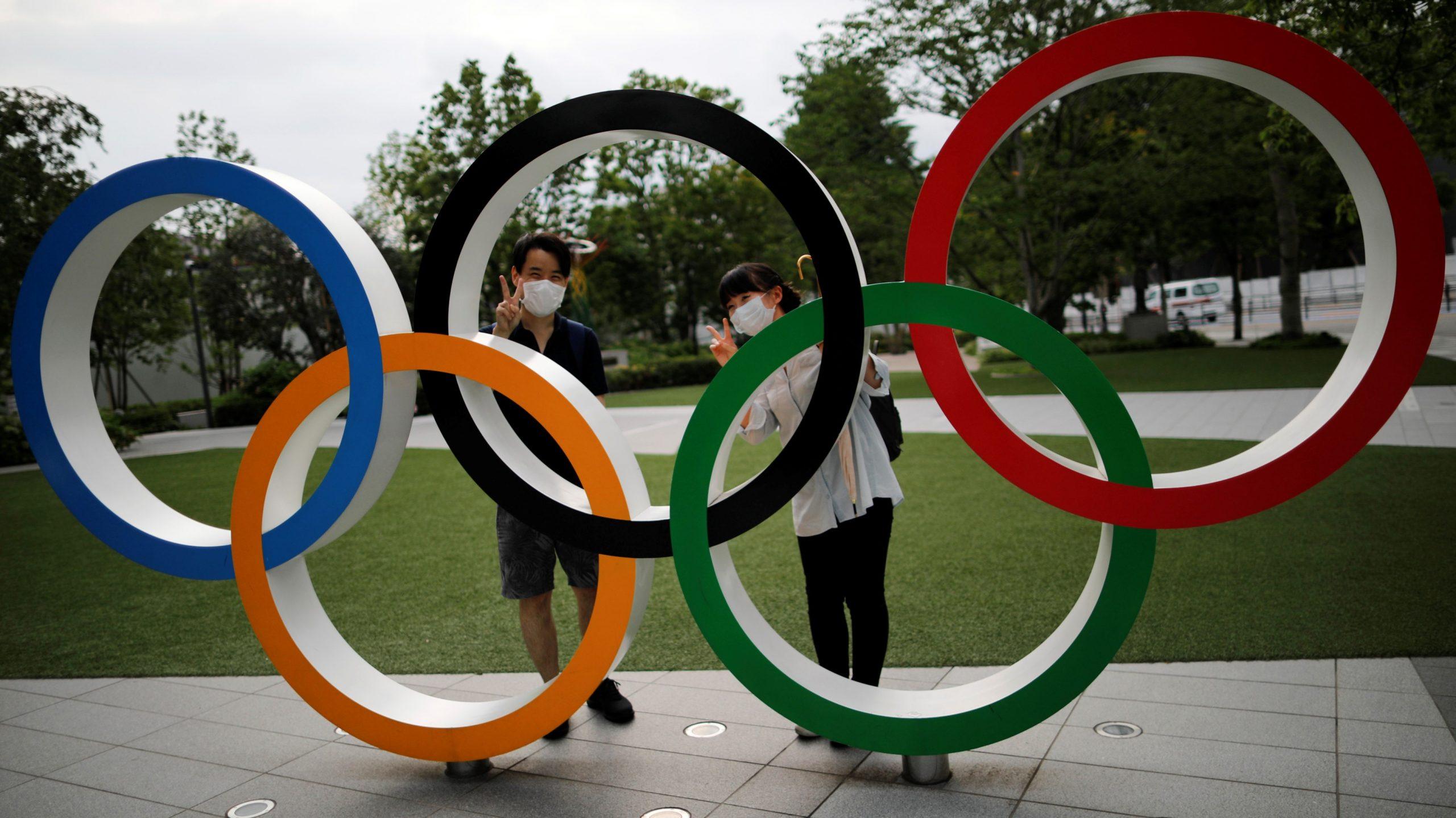 Malgré l'état d'urgence sanitaire au Japon, malgré les protestations et l'impopularité des Jeux Olympiques de Tokyo prévus du 23 juillet au 8 août 2021, le gouvernement de Yoshihide Suga est confiant sur le maintien de l'événement. (Source : Asia Nikkei)