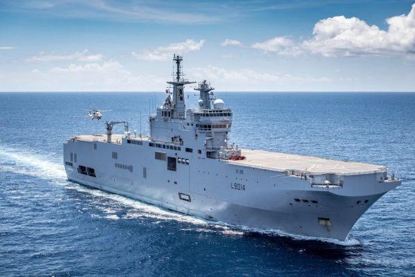 Le porte-hélicoptères français Tonnerre, l'un des deux navires tricolores impliqués dans les exercices maritimes conjoints avec le Japon en mer de Chine orientale. (Source : SCMP)