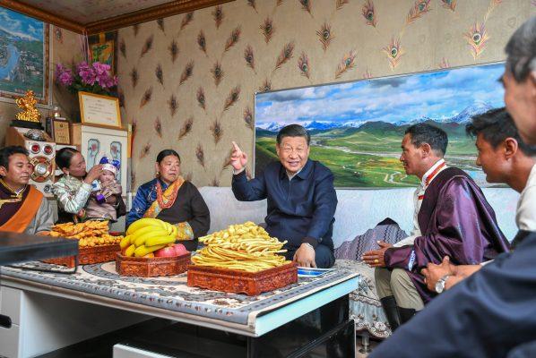 Le président chinois Xi Jinping en visite dans un village du comté de Gangca dans la préfecture autonome tibétaine de Haibei, dans la province du Qinghai au nord de la Chine, le 11 juin 2021. (Source : China Daily)