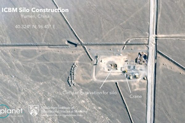 Image satellite du Middlebury Institute of International Studies, montrant un site de construction de silos pour un nouveau missile balistique intercontinental près du désert de Gobi au nord-ouest de la Chine. (Source : NYT)