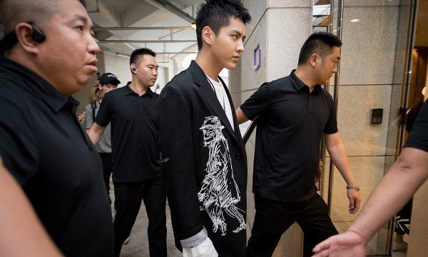 L'acteur-chanteur canadien Kris Wu en état d'arrestation le 31 août 2021 après des accusations de viol. (Source : Global Times)