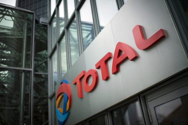 Total a mis en place un système permettant de détourner au profit de la compagnie pétrolière birmane MOGE (Myanmar Oil and Gas Enterprise), contrôlée par les militaires, une part de profits qui aurait dû revenir à l'État birman. (Source : Jakarta Post)