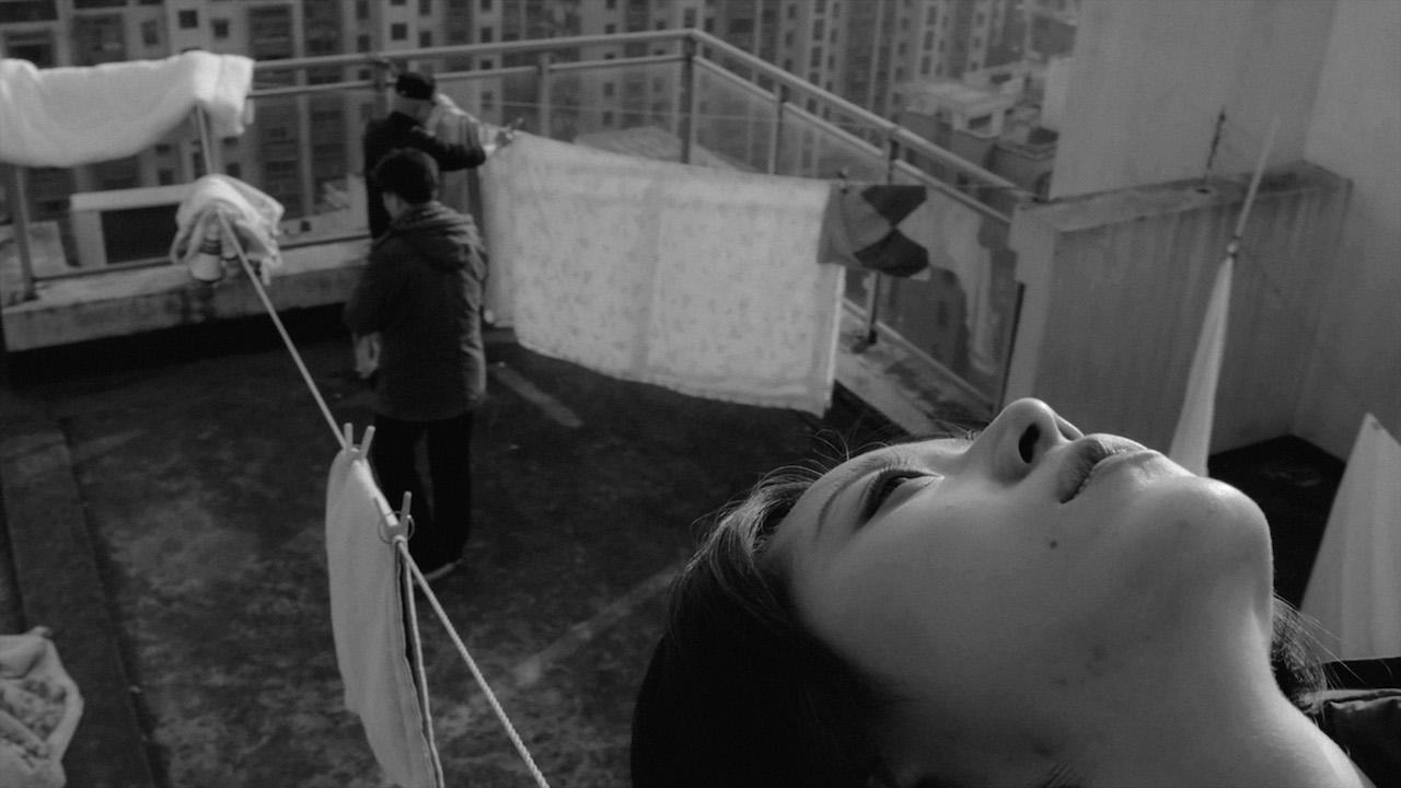 """Dans """"The Cloud in her Room"""" de Zheng Lu Xinyuan, la jeune Muzi erre dans une ville en reconstruction. (Crédits : Festival Allers-Retours)"""