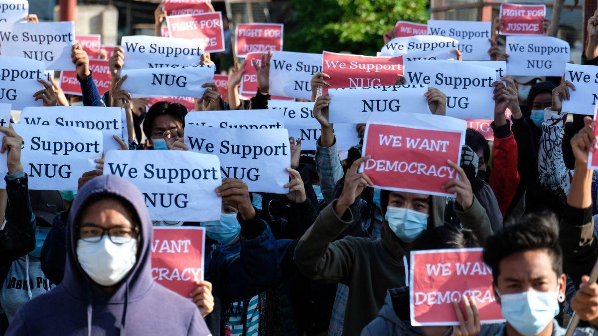 Manifestations de soutien au Gouvernement d'unité nationale (National Unity Governement, NUG) contre le putsch du 1er février en Birmanie, à Tanuggi, dans le État Shan, le 2 mai 2021. (Source : CNN)