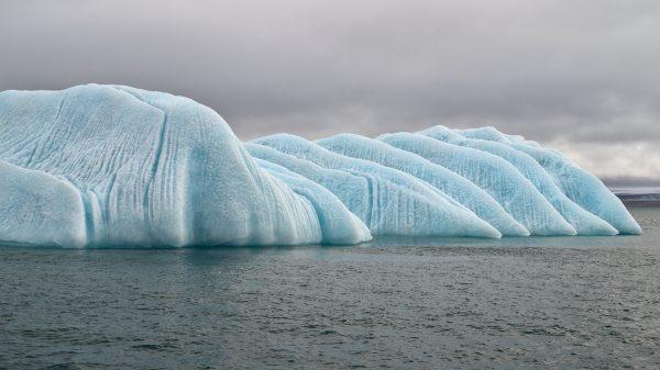 Iceberg au nord de l'archipel du Svalbard. (Crédit : Rob Oo sur Flickr)