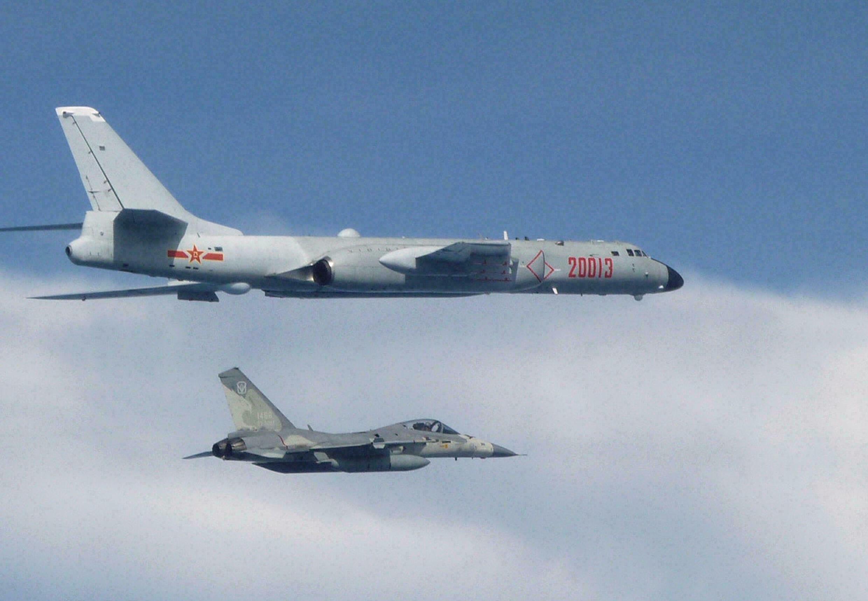Les incursions aériennes sans précédent lancées par Pékin dans la zone d'identification de défense aérienne de Taïwan ont engagé des bombardiers chinois H-6. (Source : RFI)