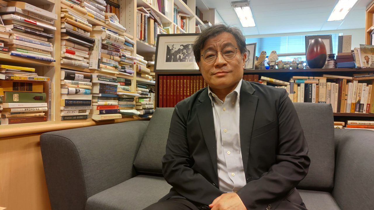 Le professeur Wu Rwei-ren dans son bureau de l'Academia Sinica à Taipei. (Copyright : Adrien Simorre)